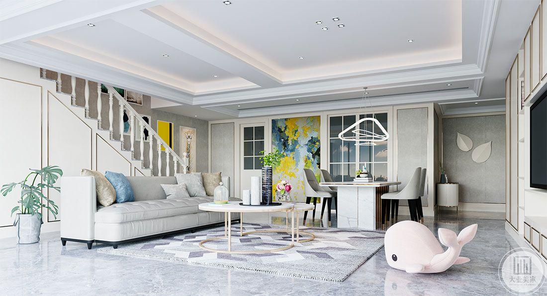 客厅效果图:本空间在电视背景墙上面,抛弃传统的背景墙,以柜子与门的形式来搭配,形成即使用有美观的整体空间,隐形门的设计使得不经常用的客房具有私密性