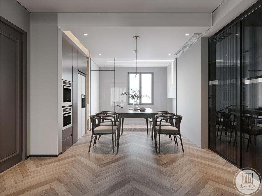 餐厅效果图:餐厅是家居生活的心脏,不仅要美观还要实用。利用北面外机位结合过道及北面房间,重新规划出厨房及衣帽空间。原厨房打通作为餐厅空间,使得餐厅空间更加宽敞舒适,并且也解决了原户型从楼梯上来需穿过厨房进入室内的尴尬处境。餐厅与楼梯用玻璃隔墙进行分割,不仅开阔了视野扩大,还在视觉上对空间进行了加大。简单的吊顶处理,与餐厅相呼应,上下贯通。